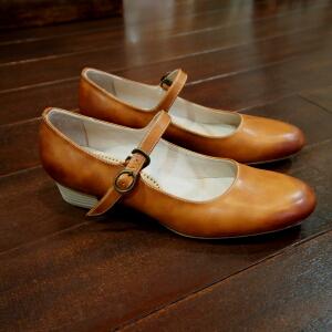 ワンストラップパンの靴