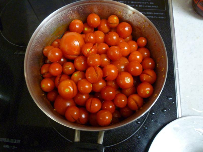 鍋一杯のトマト