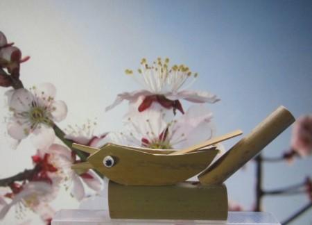 梅にウグイス笛
