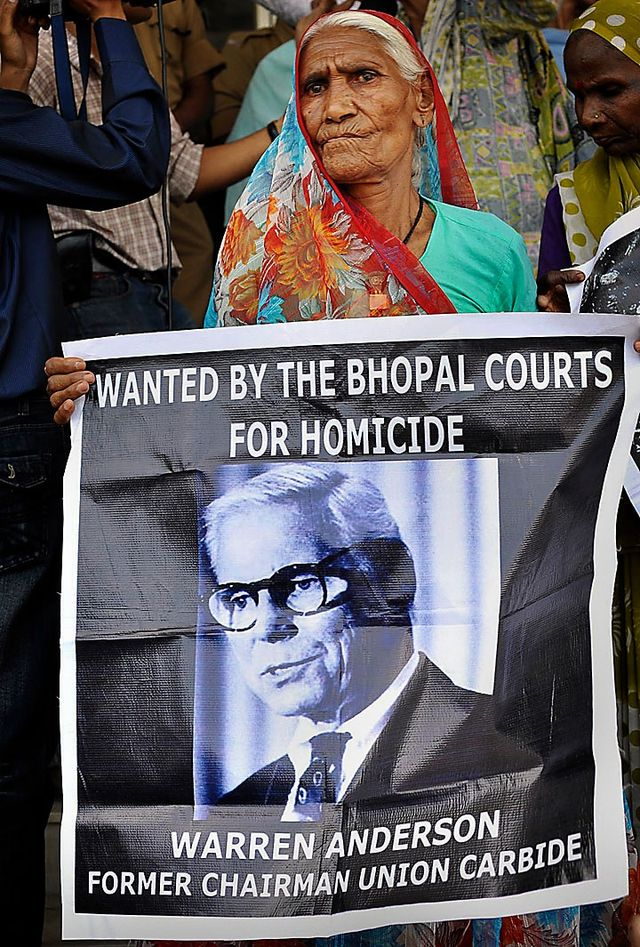 bhopal_protest_s640x947.jpg