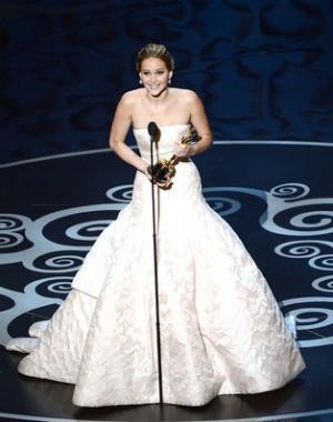 Jennifer-Lawrence-oscar-stage_convert_20130227171146.jpg