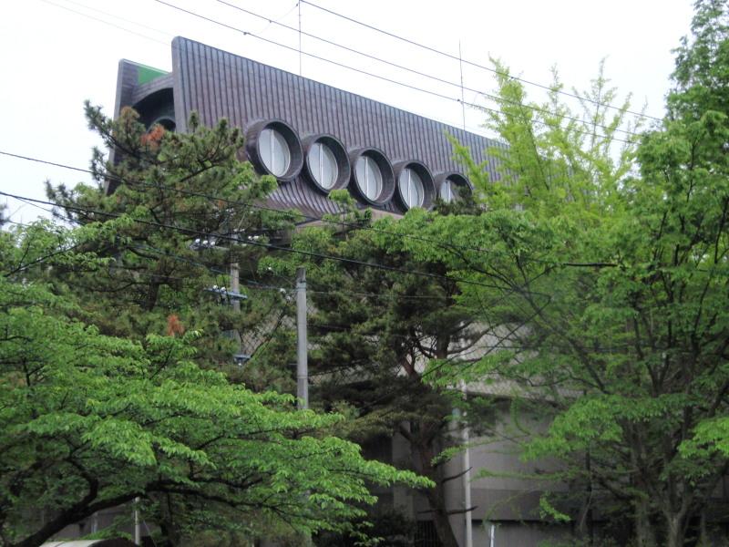 P1010411 平野美術館 丸窓(5月)
