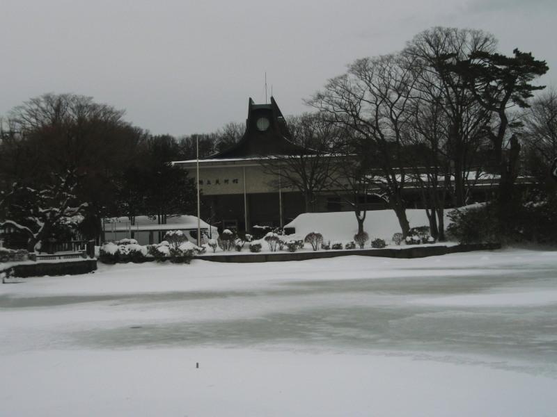 P1011014 雪中の平野政吉美術館(2012年12月28日)