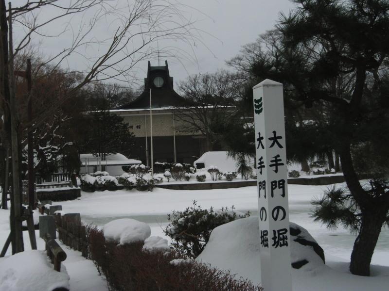雪中の平野政吉美術館(2012年12月28日)-3