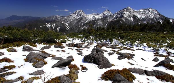 編笠山から眼前に望む南八ヶ岳の主峰群