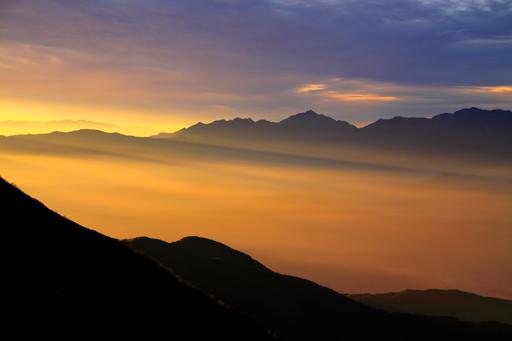 雲に浮く南アルプス