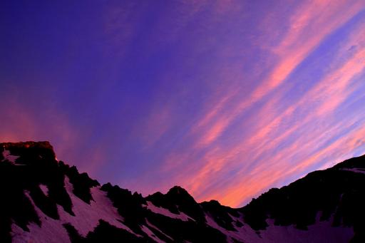 朝の宝剣岳と雲