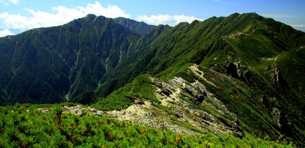 桧尾岳から見る熊沢岳と空木岳