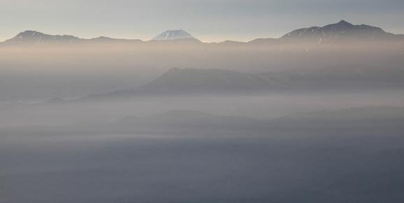 朝霧に霞む塩見岳と霊峰富士