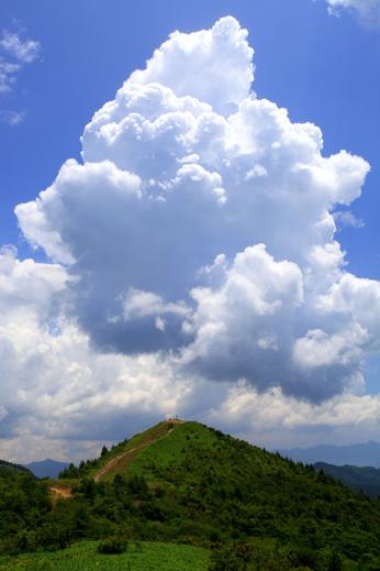 入道雲わく飯盛山・タテ