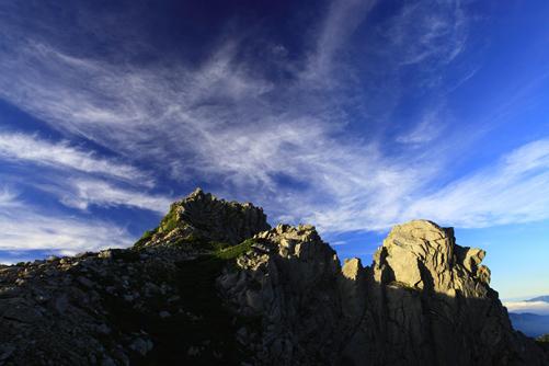 宝剣岳と天狗岩に映える雲