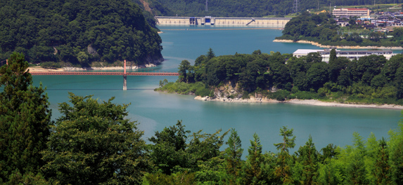 美和ダム湖全景