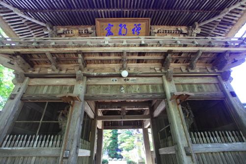 県の重文・貞祥寺の山門