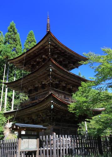 重文・新海三社神社三重塔