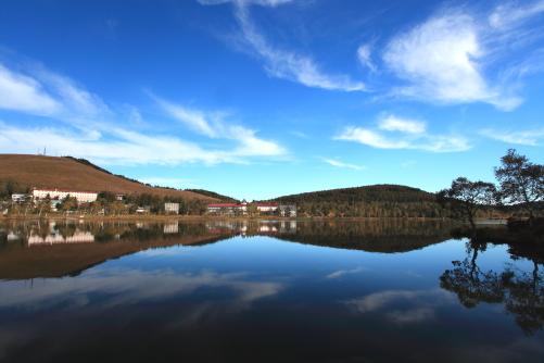雲の映える白樺湖