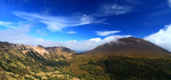 トーミの頭から雲まとう浅間山