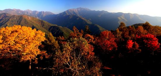 鋸岳・東駒ヶ岳と紅葉の夕景