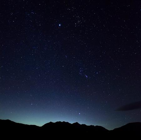 東駒ヶ岳と星空