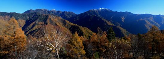 新雪の仙丈ヶ岳と東駒ヶ岳