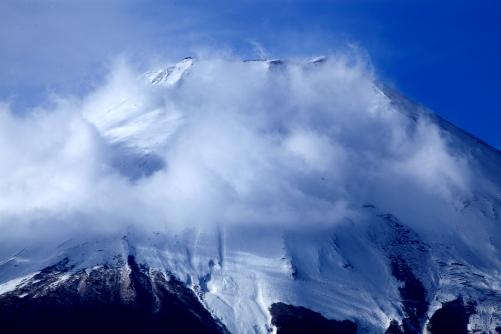 雲踊る富士山