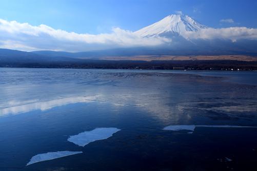 山中湖長地からの雲まとう富士山