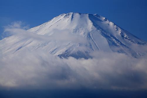雲に浮かぶ富士の頂