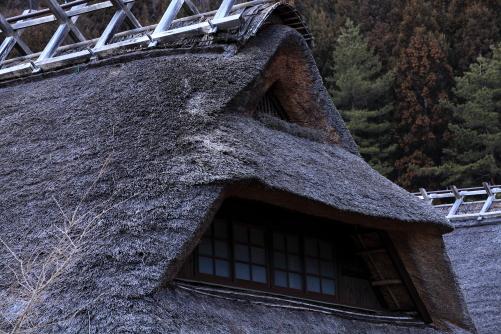 兜屋根の合掌造家屋