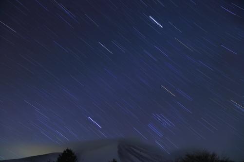 星の光跡と浅間山