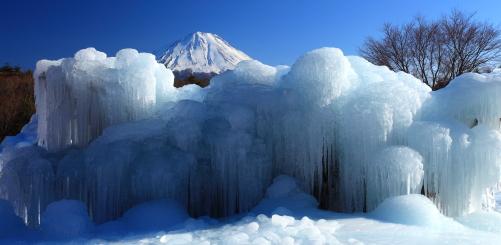 野鳥の森公園の氷瀑と富士山