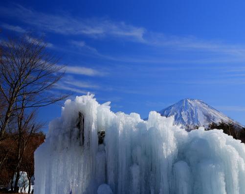 氷瀑と富士山と雲