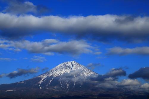 青空に雲と富士山