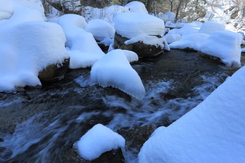 八ヶ岳・渋川に積もった多量の雪景色
