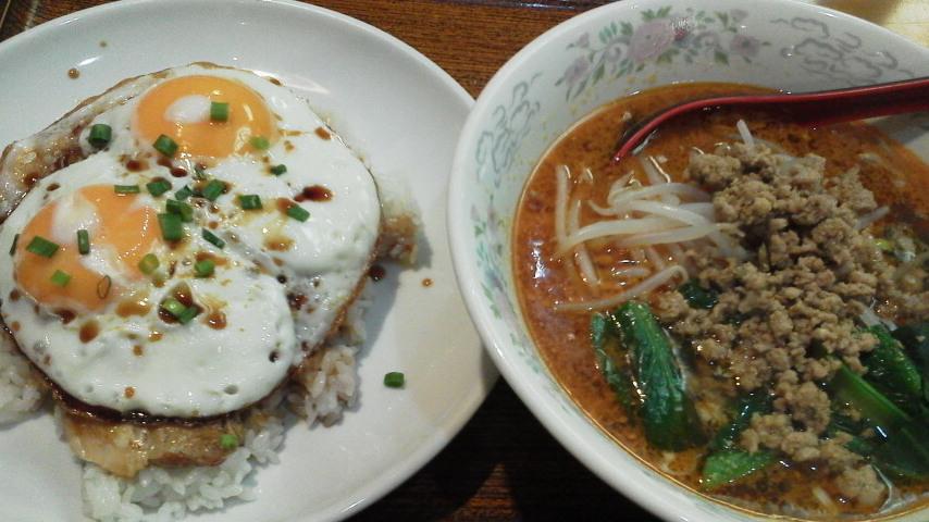 坦々麺と焼き豚玉飯