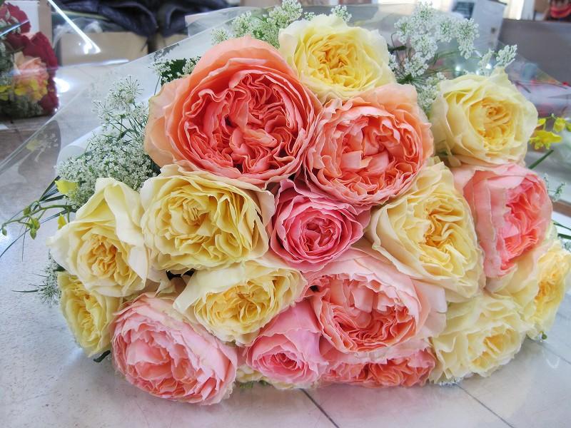マルシェルブとカンパネラスターの花束