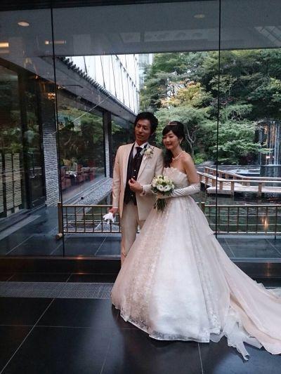 結婚式ロビー二人
