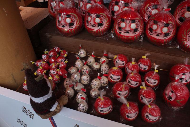 福だるまを選ぶ(小梳神社) 130101