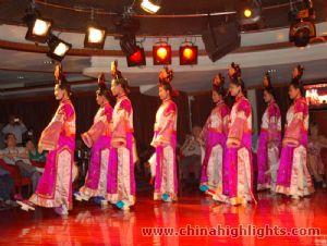 victoria-staff-show29-m.jpg