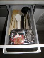 P6240285キッチン:調理器具引出し小