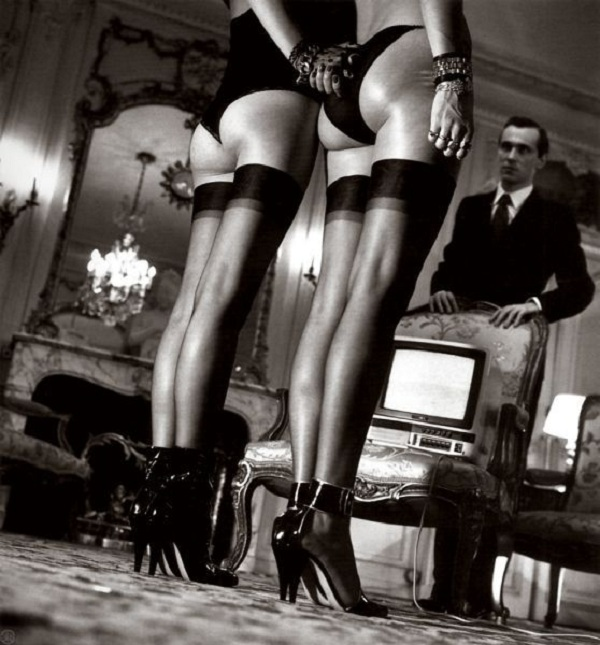 helmut-newton-black-white-nude-german-australian-fashion-photographer