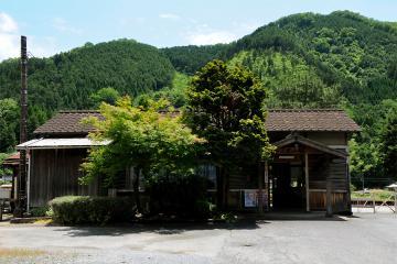 岩山駅(2)