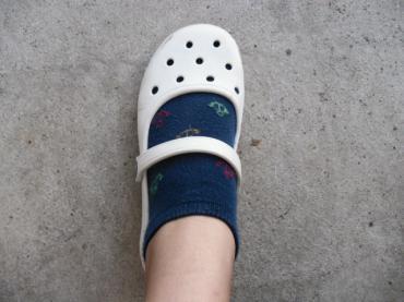 crocs履