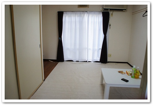 白と茶色のお部屋