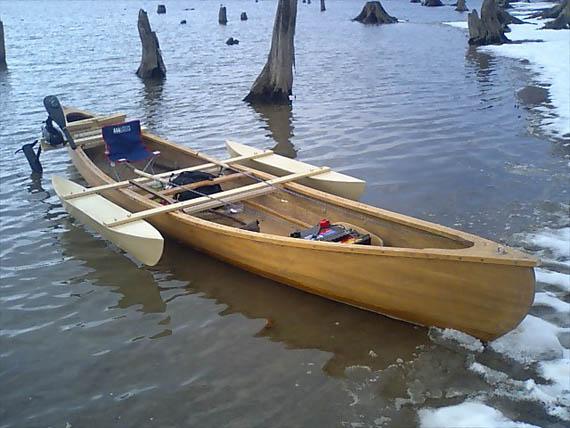 旧艇とアウトリガー