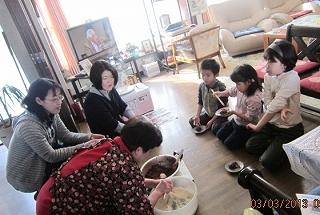小豆とり、餅作りワイフと母子