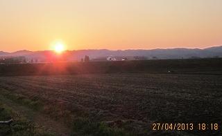 山の端に日は落ちる