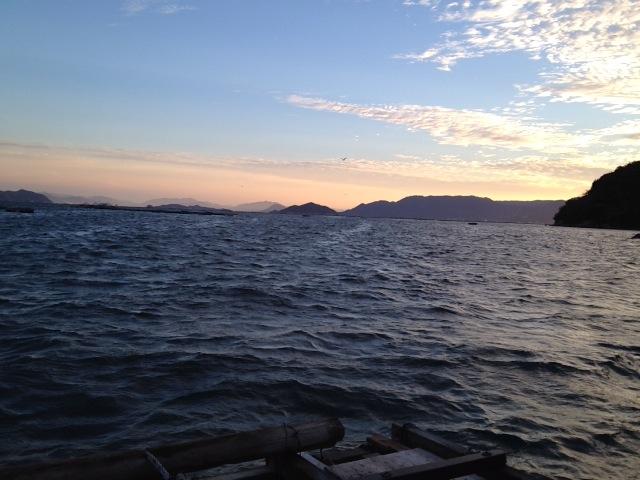 阿多田の筏からの朝焼け