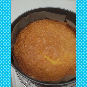 スポンジケーキ焼けましたァ〜。