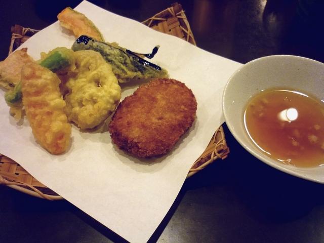 コロッケと野菜天盛りダシ付き