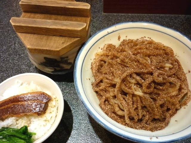 三くセット(全粒粉つけ麺と角煮ごはん)