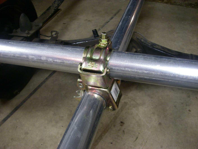 牽引バーとトレーラー横材の連結部